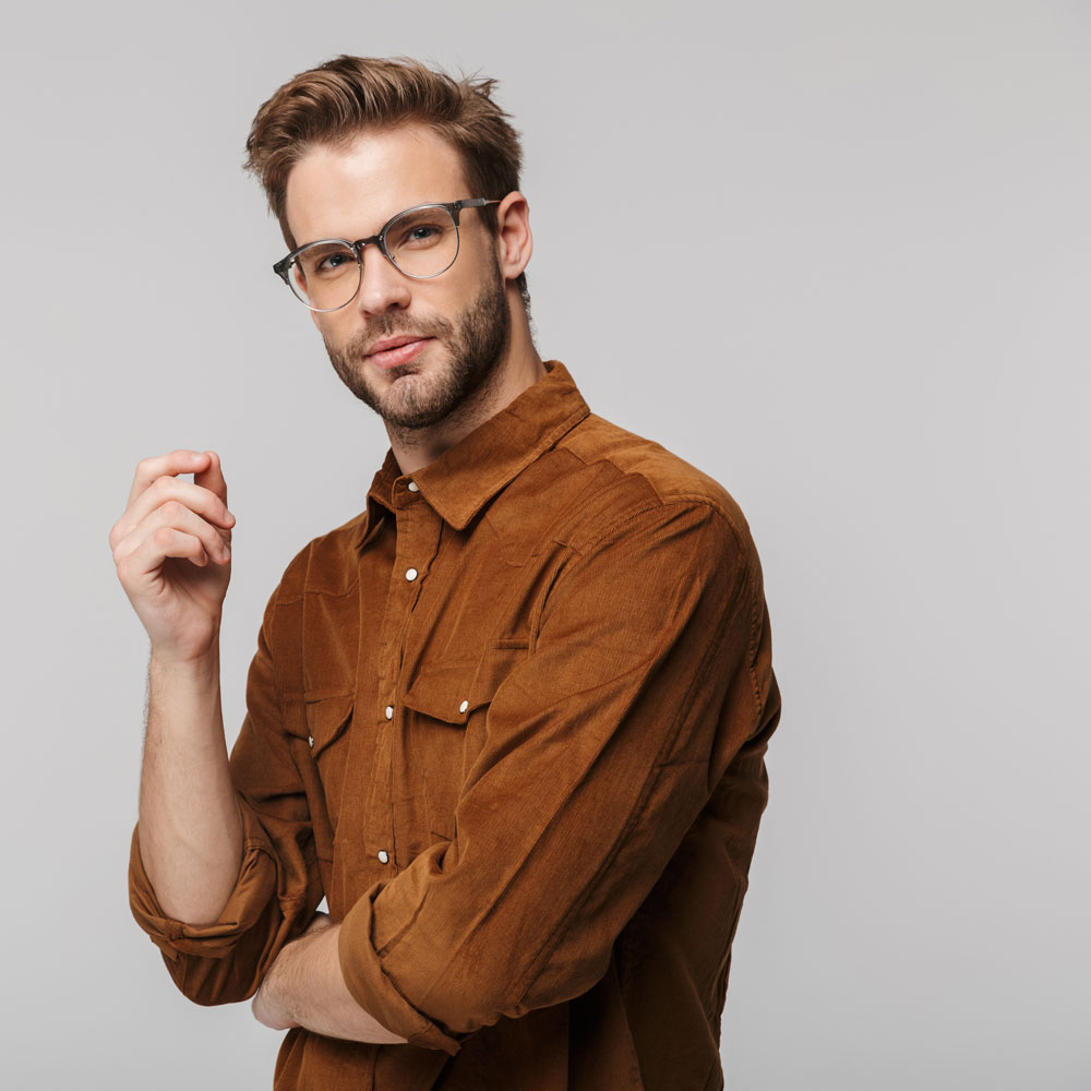portrait-of-unshaven-young-man-posing-and-looking-FMUW7DX.jpg